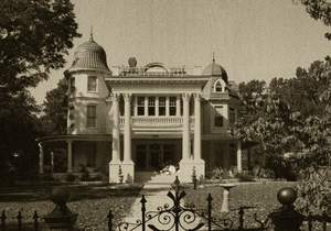 The Allen House of Monticello, Arkansas, built in 1906, has been called the 'Most Haunted House in America' by Bestandworst.com. Ghost tours are available in this and other haunted places in Arkansas.