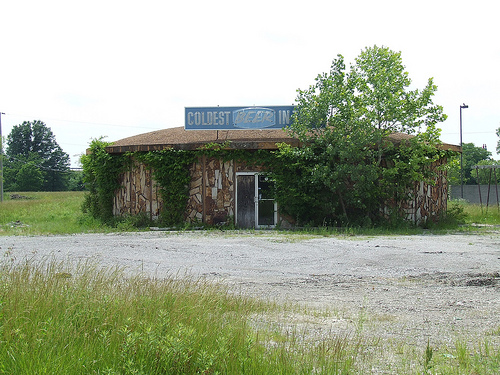 Abandoned round liquor store in Odin, Illinois